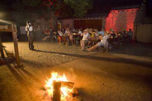schloss-auerbach-rittermahl-open-air-spanferkel