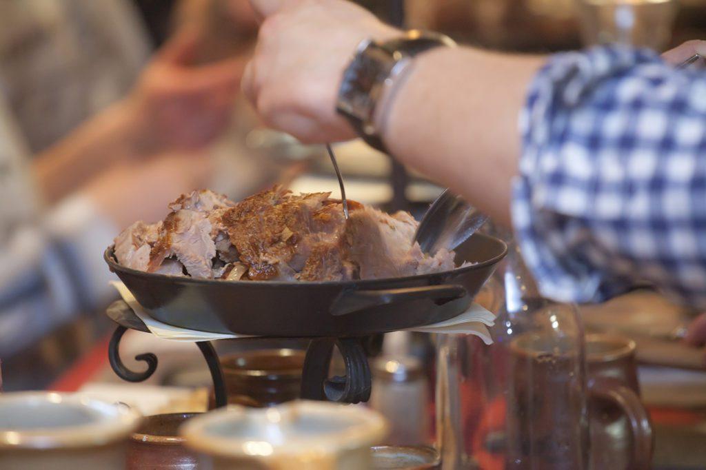 schloss-auerbach-rittermahl-truthahn-herold-spektakel-fleisch
