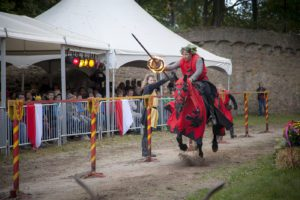 schloss-auerbach-schlossfest-mittelalter-markt-ritterturnier-rittermahl-schwertkampf